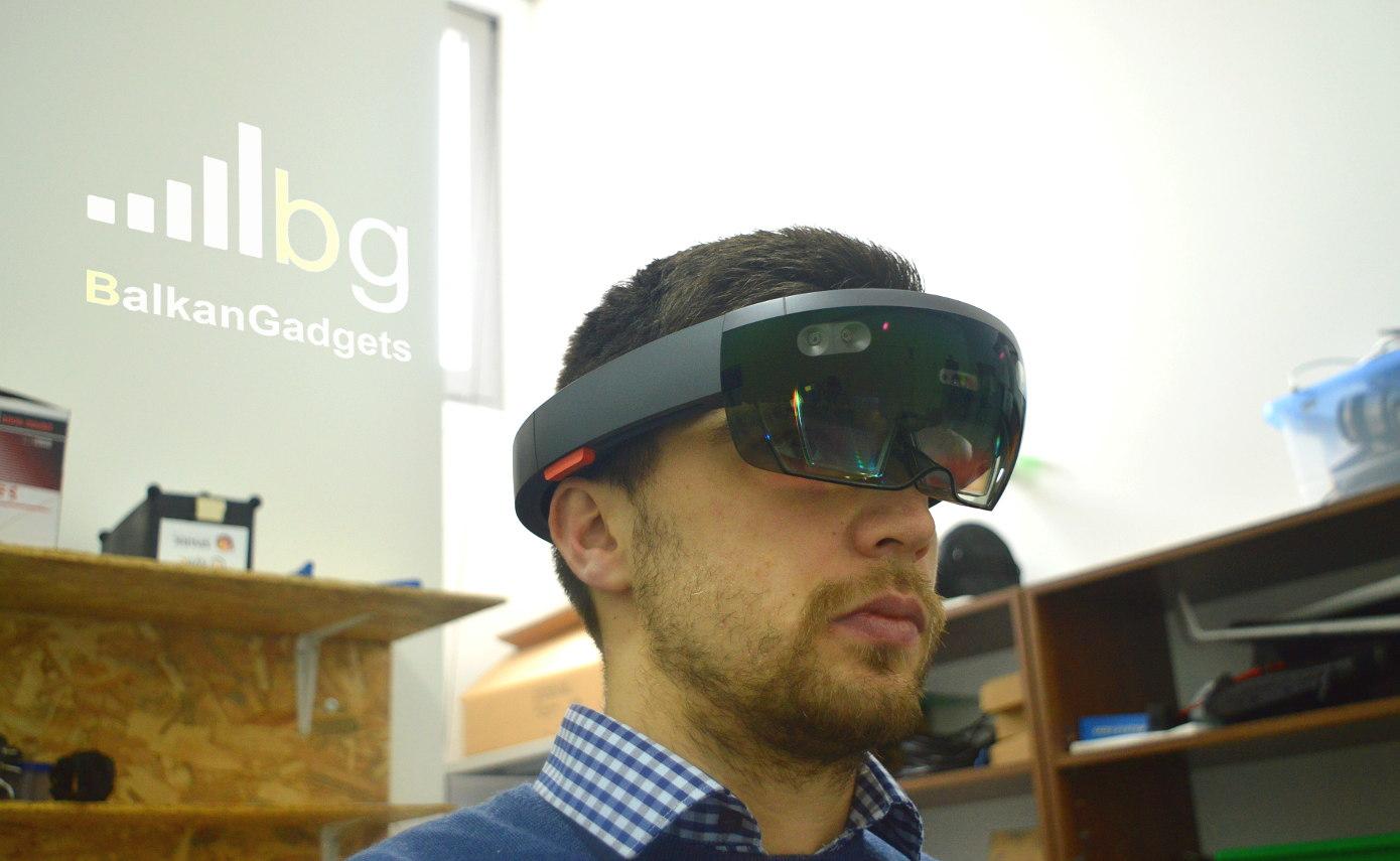 Andrijan (BalkanGadgets) za vrijeme testiranja Microsoft Hololens uređaja