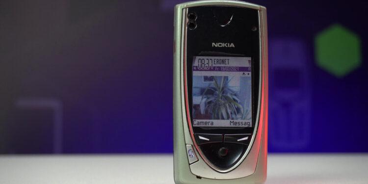 prvi telefon s kamerom Nokia 7650 retrobox